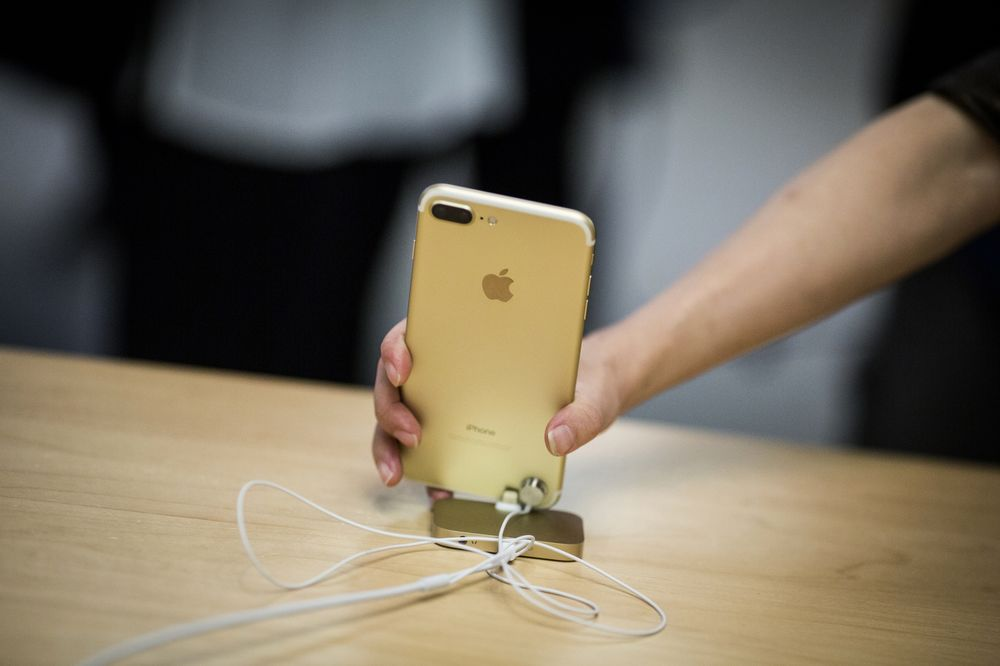 Apple Supplier Broadcom Suggests Older iPhones Are in Demand