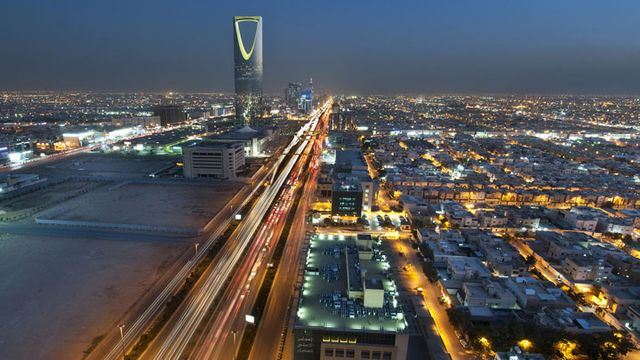 Saudi Rating Cut for First Time at Fitch on Lower Oil Prices
