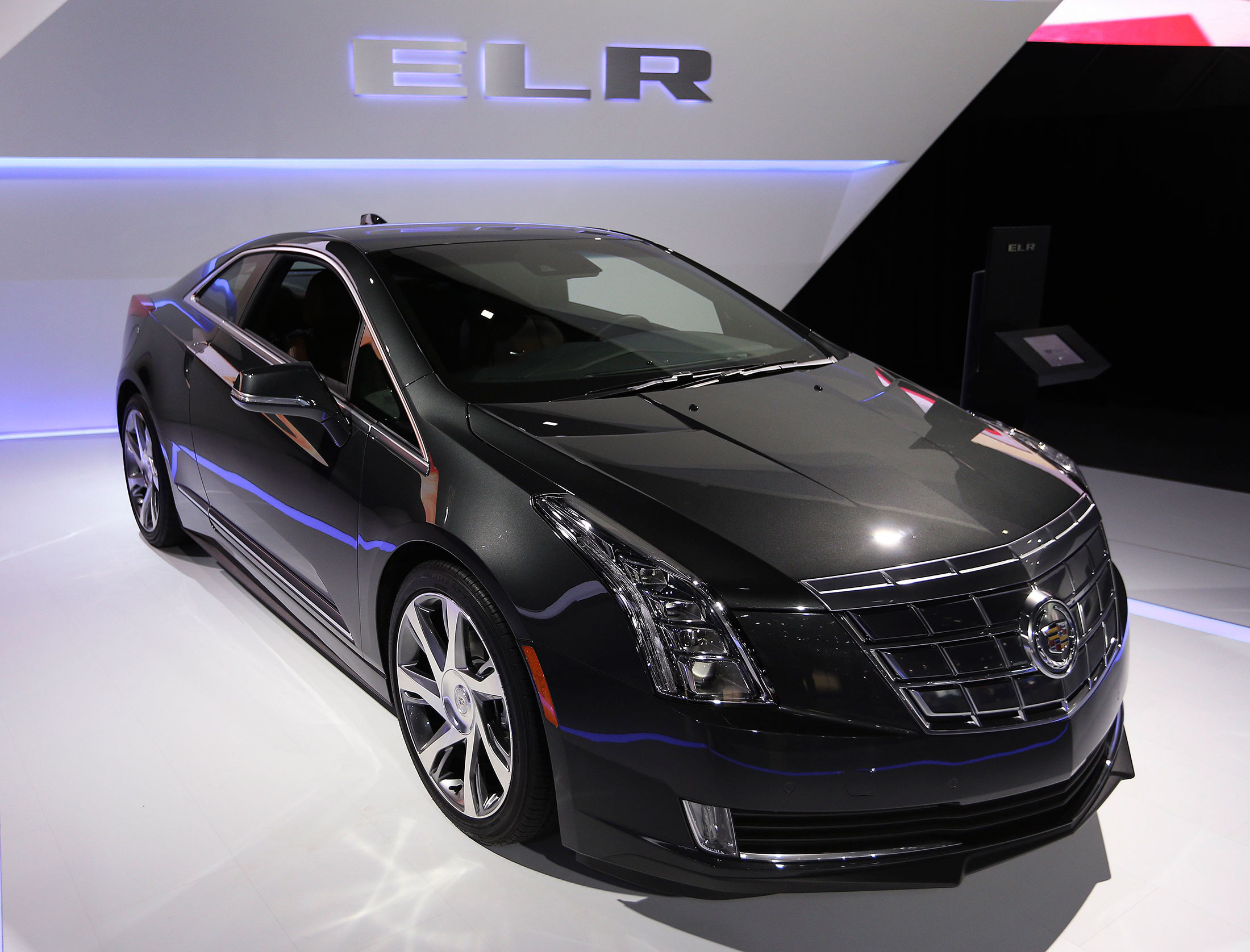 Cadillac ELR Coupe: A Shrinking Price on an Unloved Electric