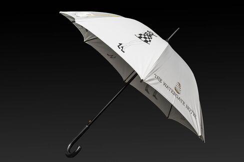 1475689524_watergate-hotel-umbrella-bloomberg-03