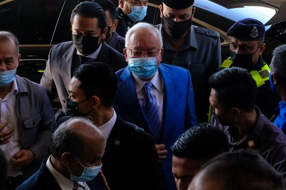 Malaysia Court Orders Ex-PM Najib's Wife to Enter Defense