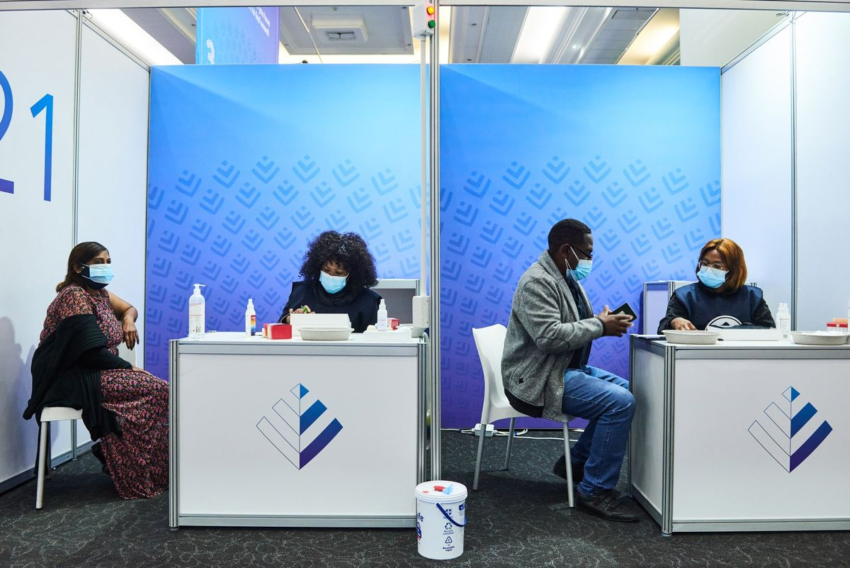South Africa Starts Weekend Vaccinations in Main Economic Hub