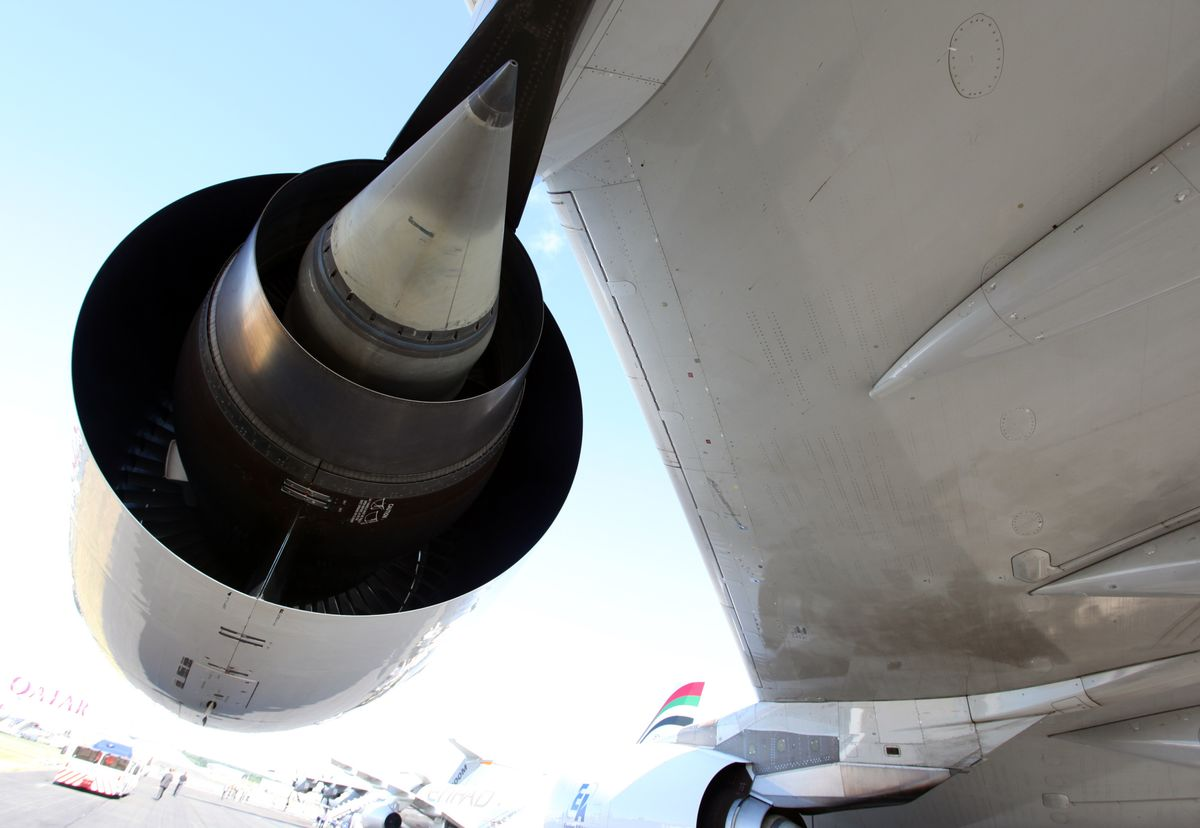 GE Engine Venture May Oust Rolls From Emirates A380 Contract