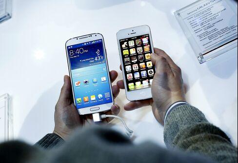 Apple, Samsung Devices Seen Raising Pentagon's Cyber Risk