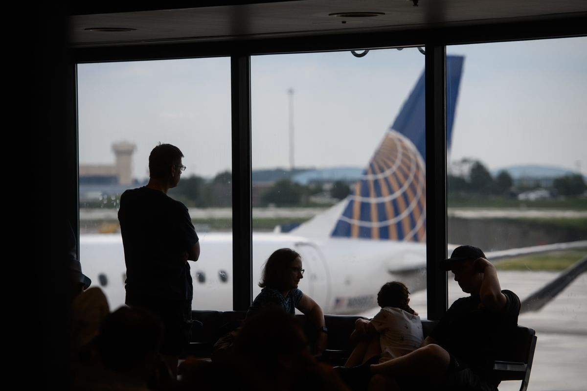 United Joins Delta in Raising Outlook as Travel Demand Jumps