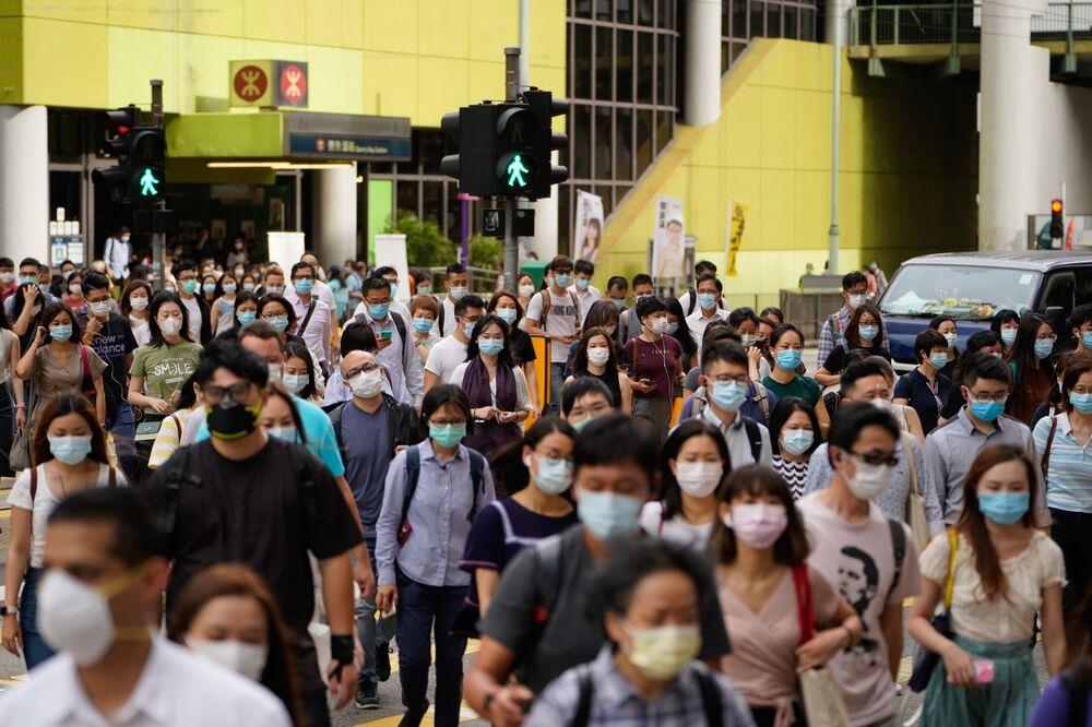 Người đi bộ ở Hồng Kông, ngày 10 tháng 7. Nhiếp ảnh gia: Roy Liu / Bloomberg