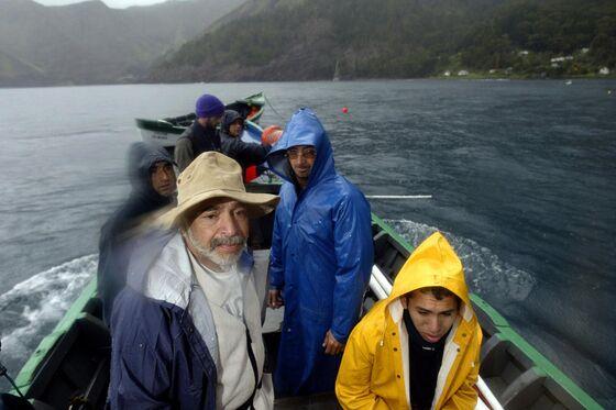 A Dutch Treasure Hunter Is Digging for 800 Barrels of Gold on Robinson Crusoe Island