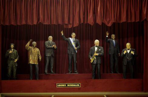 Wax figures of Che Guevara, Nelson Mandela, Lula Da Silva, Nestor Kirchner, Bill Clinton, Barack Obama and Winston Churchill. Photographer: Diego Levy/Bloomberg