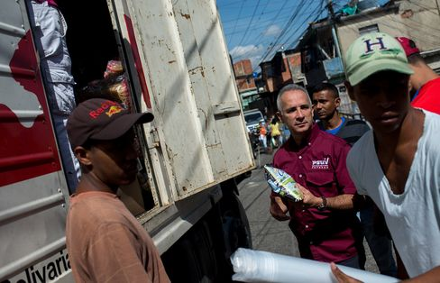 Freddy Bernal, center, during a food delivery in Catia.