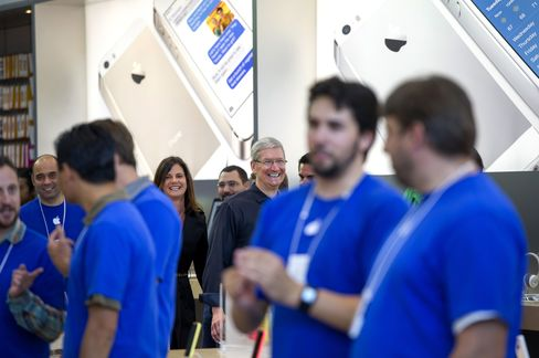 Apple's New IPhone Poised for Record Debut as Sales Begin