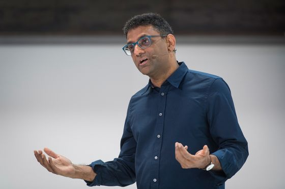 Apple Tried to Hire Away Former Google Search Chief Ben Gomes