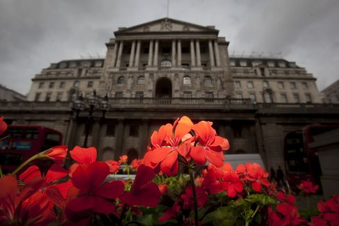 BOE Officials Sow Seeds for Stimulus Split as QE Round Nears End