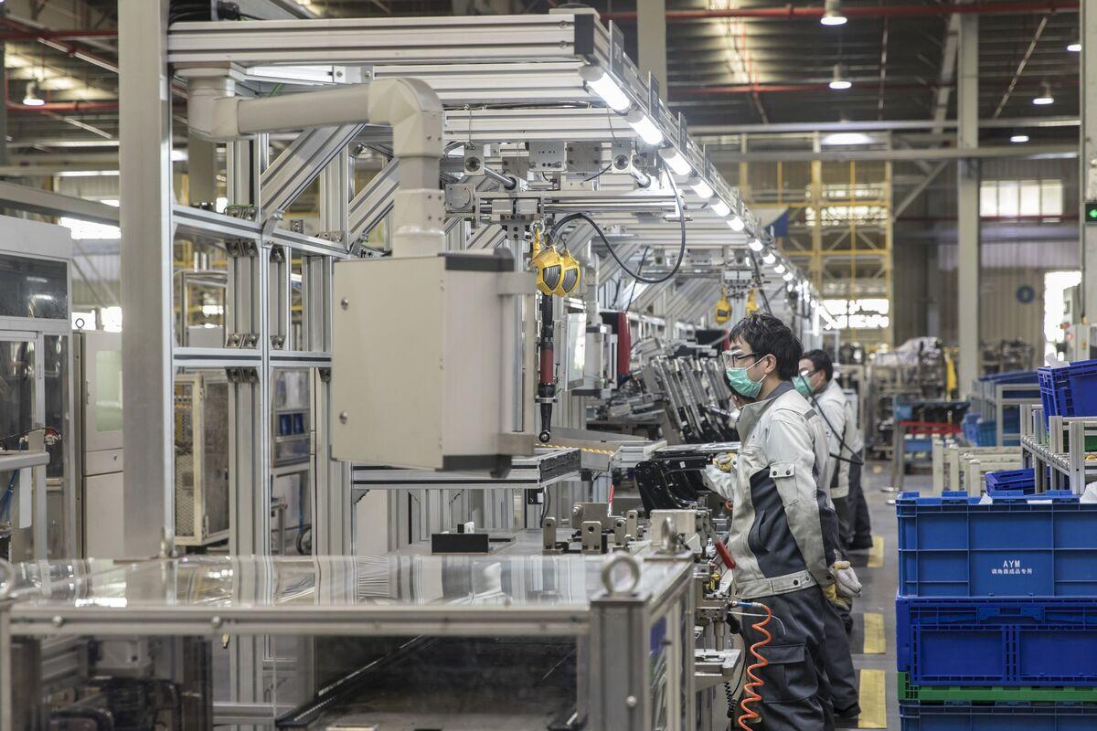 U.S. West Coast Hit, China Factory Output Slumps: Virus Update