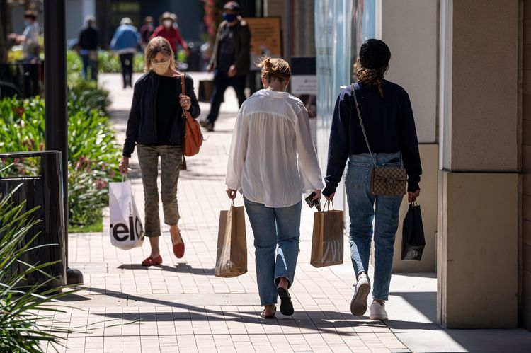 Shoppers As Some Economists Project 'Spectacular' U.S. March Retail Report