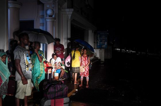 Category 4 Storm Heads for India,Almost One Million Evacuate