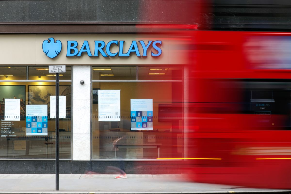 Barclays Weighs Boosting Bonus Pool for Traders by About 10%