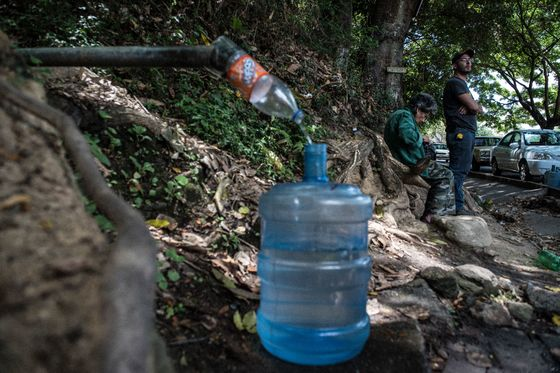The Army Took Over the Spigots, Forcing Thirsty Venezuelans to Pay