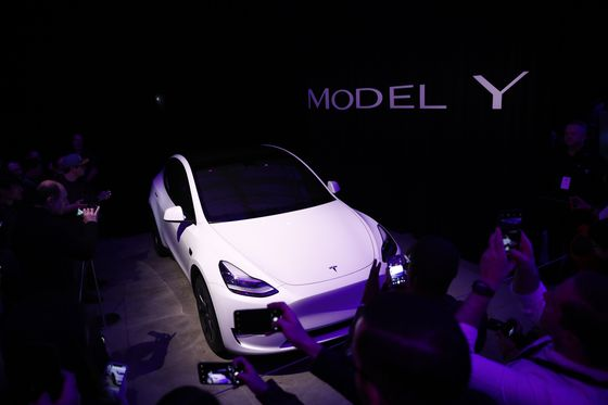 Musk's Model Y Debut Leads to Tesla'sWorst Post-Party Rout