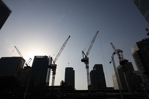 Japan's Economy Grows More-Than-Estimated 4.1% on Quake Work