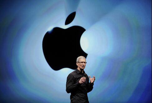 Apple CEO to Face Investors Seeking More of $137.1 Billion Hoard