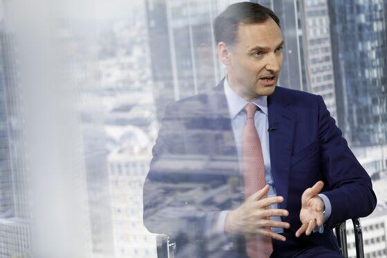 Deutsche Bank's Outlook Cut by Fitch on Turnaround Concerns