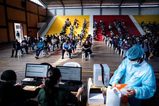 Lasso Fulfills Mass Ecuador Vaccination Pledge, Turns to Economy