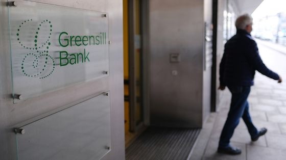 Hedge Fund Shorts Credit Suisse on Frozen Greensill Funds