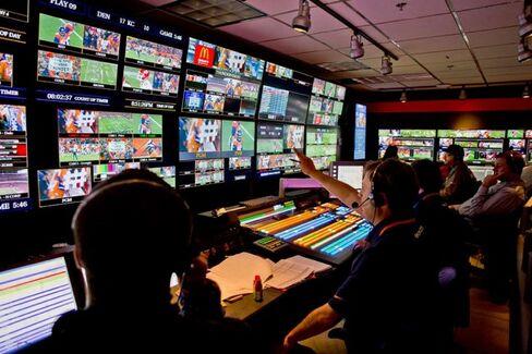 AT&T???s $49 Billion Deal for DirecTV Hangs on Football Fanatics