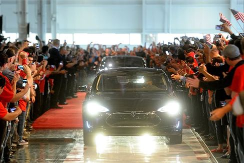 Why Grumpy Car Dealers Are Helping Tesla