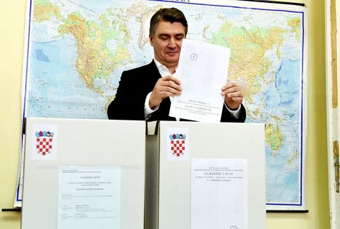 Zoran Milanovic, casts his ballot in Zagreb on Sept. 11.