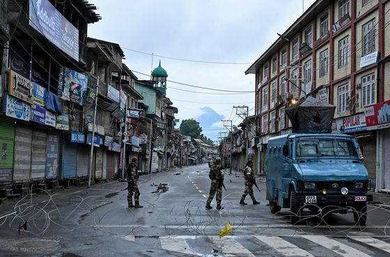 Two Armies Face Off Online as Kashmir Wakes to a New Reality
