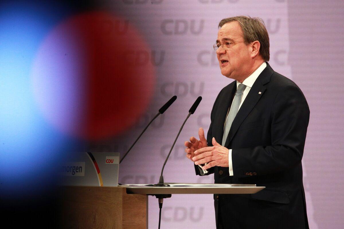 Merkel's New Heir Gets Warning From Top Coalition Contender