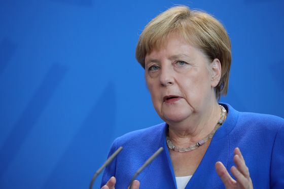 Merkel Says Carmakers Responsible to Help Improve Air Quality