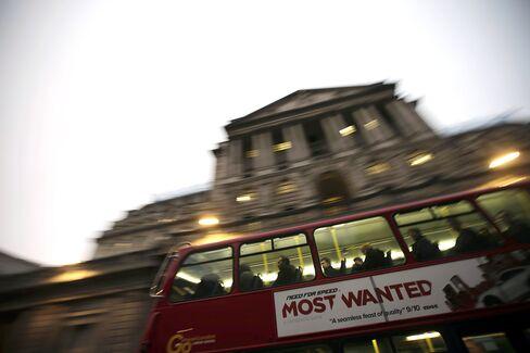 U.K. Loses Top Aaa Rating From Moodys as Growth Weakens