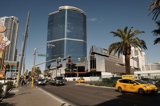 Vegas Strip's $3.1 Billion Resort to Be Delayed More Than a Year