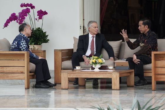 Jokowi Discusses New Capital With Tony Blair, SoftBank's Masayoshi Son