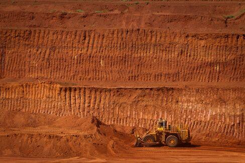 Australia Mining Slowdown Hitting Economy Never Down on Its Luck