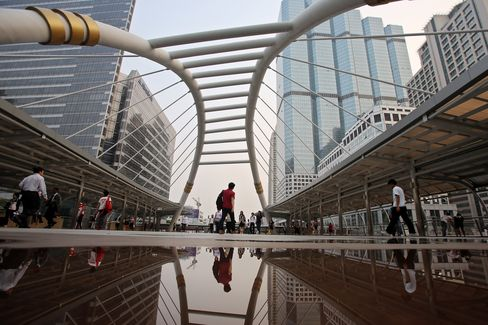Thailand Grows Slower Than Estimated, Raising Rate-Cut Pressure