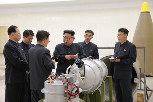北朝鮮の金正恩朝鮮労働党委員長(写真中央)