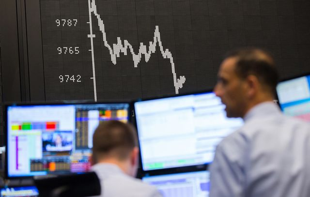 Global stocks mixed amid fears over oil, Italy's referendum