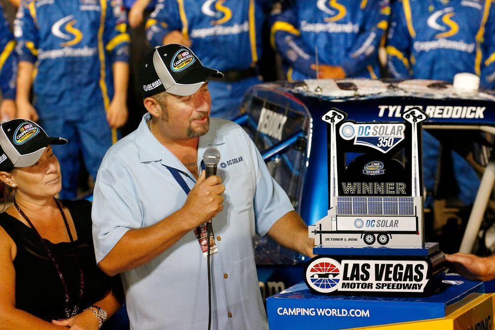 AUTO: OCT 01 NASCAR Camping World Truck Series - DC Solar 350