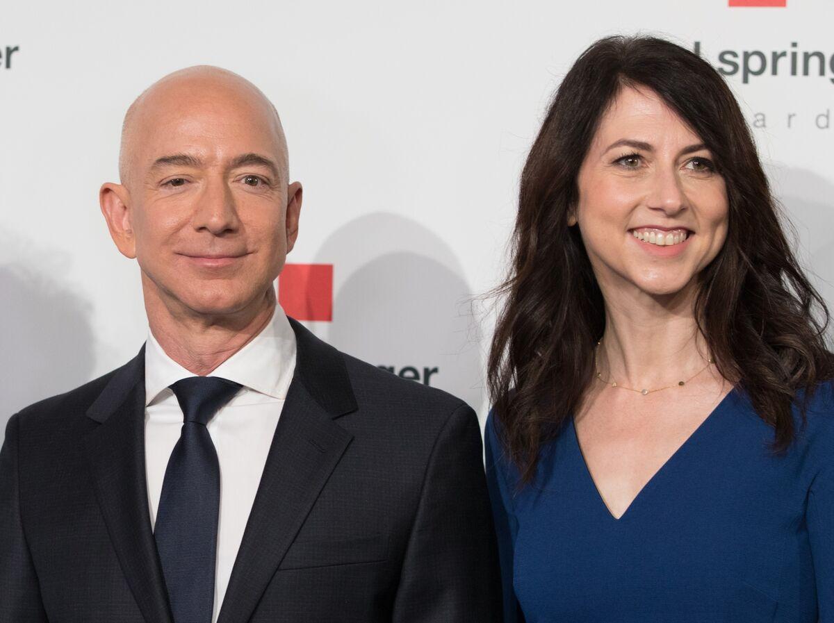 MacKenzie Bezos Takes Warren Buffett's Pledge to Donate Half Her Wealth