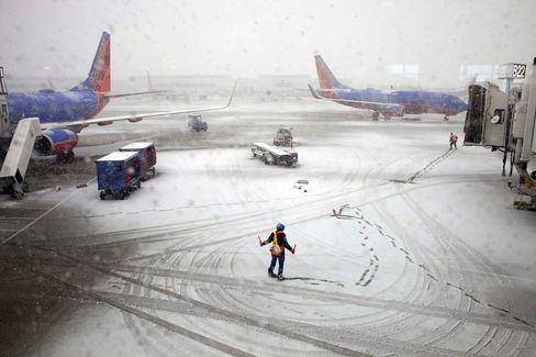 Snow Moves to Washington, New York as Flights Are Disrupted