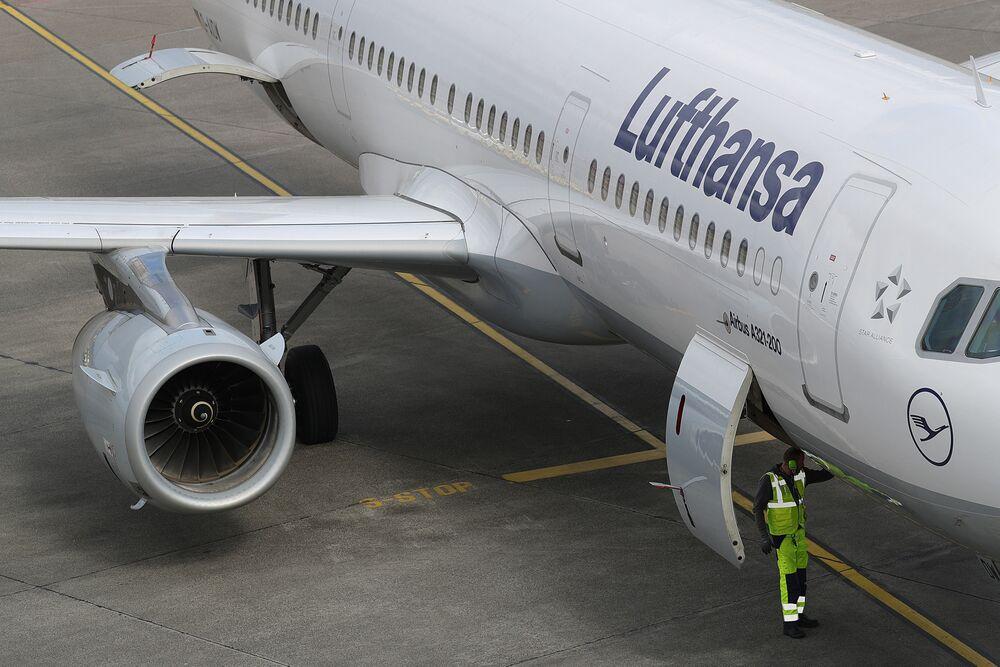 Lufthansa (LHA) Lowers Profit Forecast as European Fare War Bites