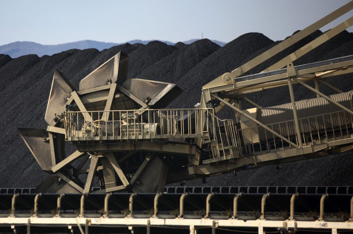 Japan Sustains Coal Support With Nod to Long-Term Green Goals