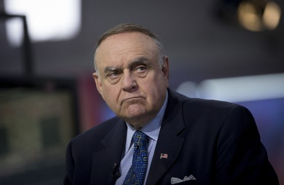 Leon Cooperman Is an Enquirer Investor, But He's Also a Bezos Fan