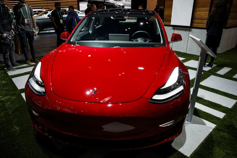 Tesla's Surprise $6,410 Price Cut Sparks a Rant From One Devotee | Bloomberg