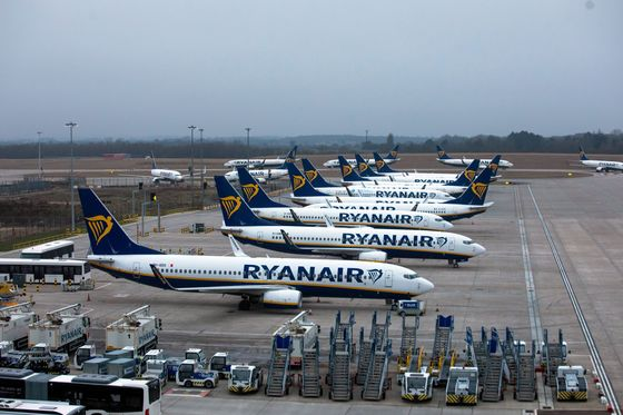 Threat of Another Lost Summer Stirs Cash-Crunch Fears For Airlines