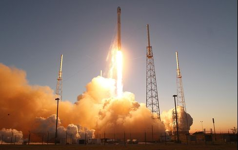 SpaceX Falcon9 blasts off