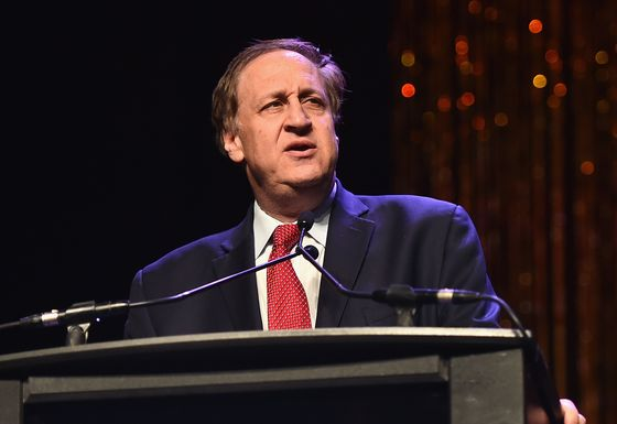 AMC Raises $917 Million on the Promise That Theaters Will Return